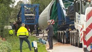 Lkw-Unfall in Tellingstedt: 140 Tonnen mussten aus dem Graben | NDR.de -  Nachrichten - Schleswig-Holstein